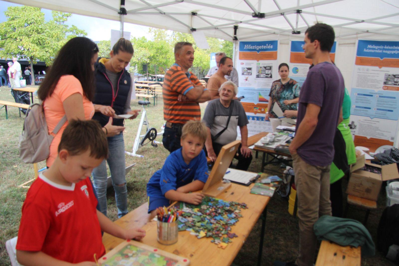 Otthonos Energia kiállítás, játékok és tanácsadás a Gazdagréti Halászléfőző versenyen