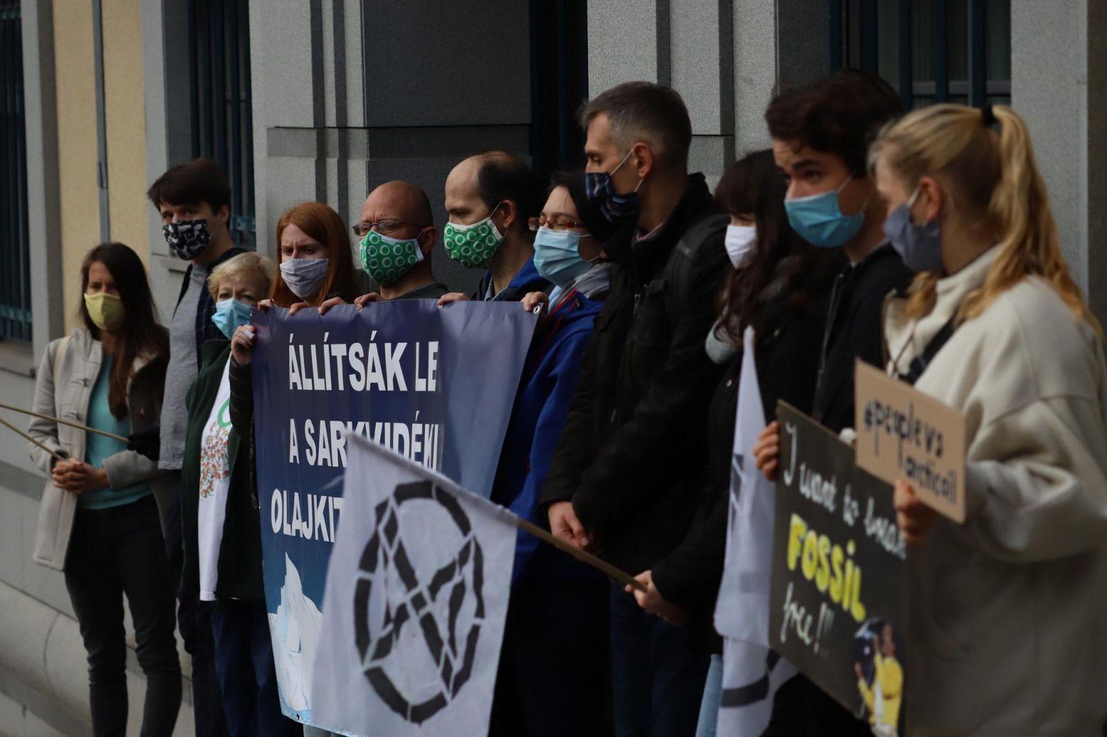 Állítsák le a sarkvidéki olajkitermelést! - szolidaritási akció a budapesti norvég nagykövetség előtt