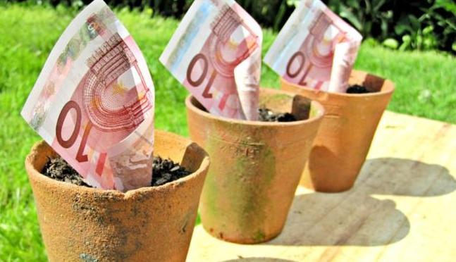 Civilek tiltakoznak az ellen, hogy az Európai Bankhatóság vezetője átigazoljon a pénzügyi lobbihoz